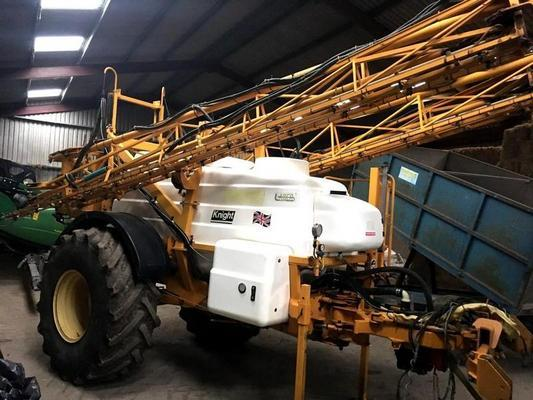 Knight 2004  EU 3000, 3000LITRE, 24M TRAILED SPRAYER C/W TRACKING DRAWBAR, RDS RATE CONTROLLER,LASER AGITATION,AXLE SUSPENSION