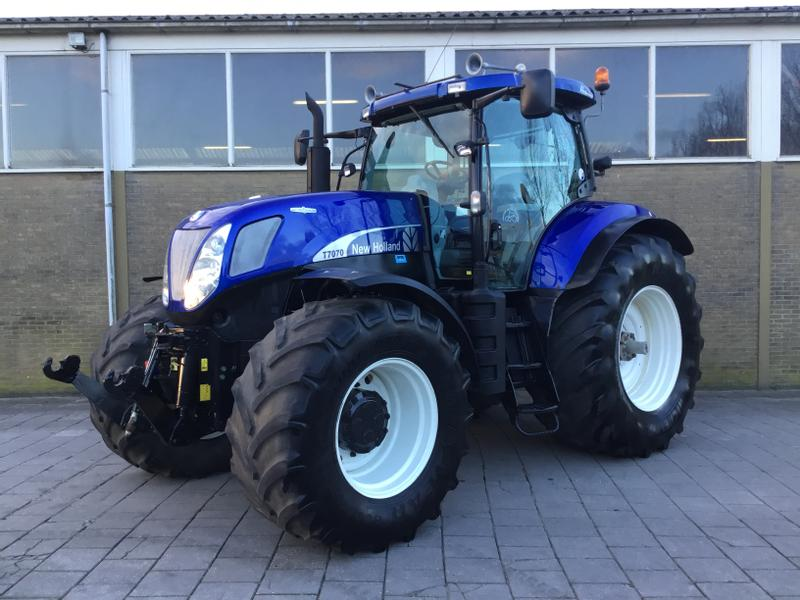 New Holland T7070AC