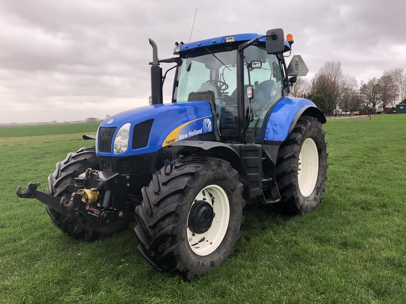 New Holland T6080 met Fronthef + PTO