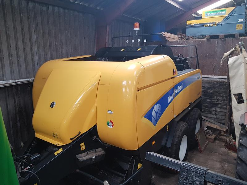New Holland 9060