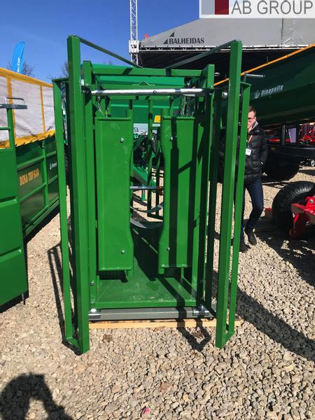 Dinapolis Cattle locking stall GS220/ Waga